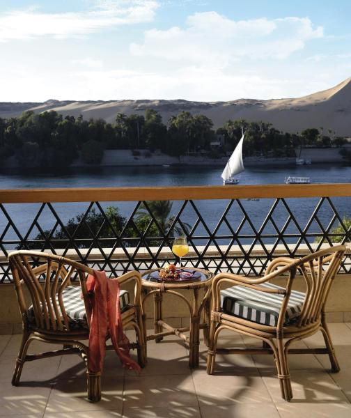 Classic King Room with Partial Nile View