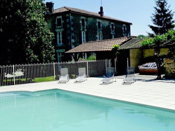 Hotel Pictures: A l'Ombre Du Marronnier, La Péruse