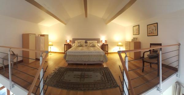 Hotel Pictures: Lamanderie, Alleins