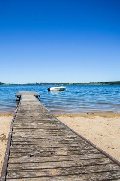 Hotel Pictures: Beau-Rivage du Lac de Pareloup, Salles-Curan