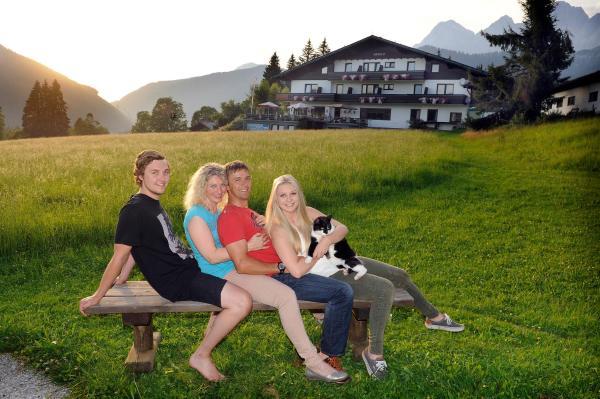 Hotel Pictures: Bio-Hotel Herold, Ramsau am Dachstein