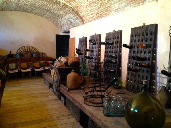Hotel Pictures: Maison Traditionnelle Corse, Calcatoggio