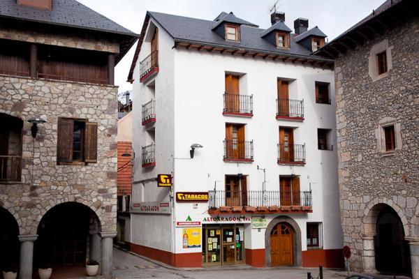 Hotel Pictures: Apartamentos Mazcaray, Bielsa