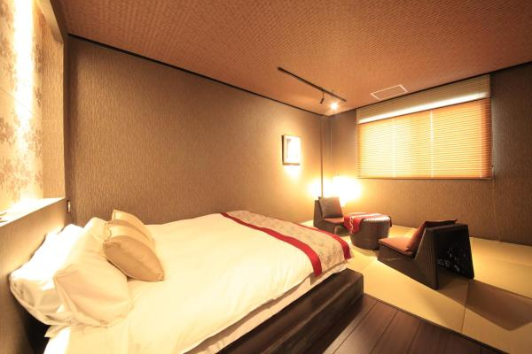 Queen Room with Tatami Area with Private Shower