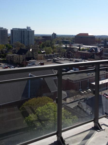 Hotel Pictures: City Center Condo, Kitchener