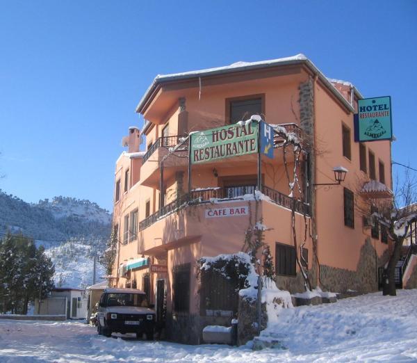 Hotel Pictures: Almenara Hostal Restaurante, Paterna del Madera