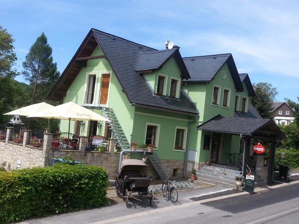 """Hotel Pictures: Penzion a restaurace """" Zlatý Strom"""", Jablonné v Podještědí"""