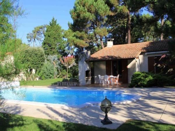 Hotel Pictures: Rental Villa Parc De La Residence 2, La Palmyre