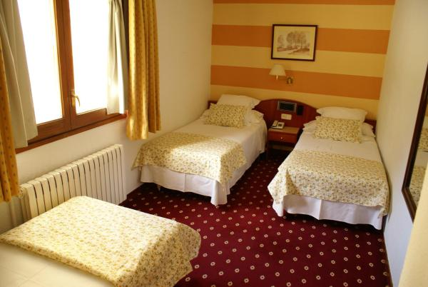 Hotel Pictures: Hotel Edelweiss, Arties