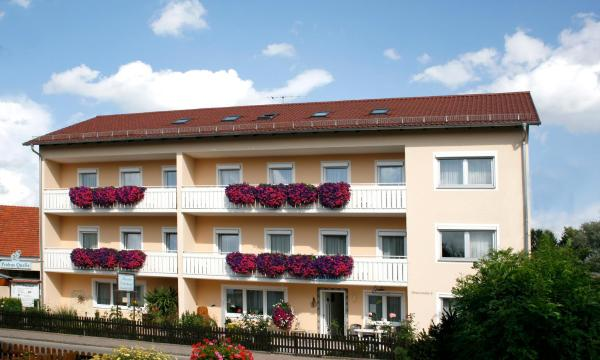 Hotelbilleder: Pension Eichschmid / Röll´n Biergarten, Bad Gögging