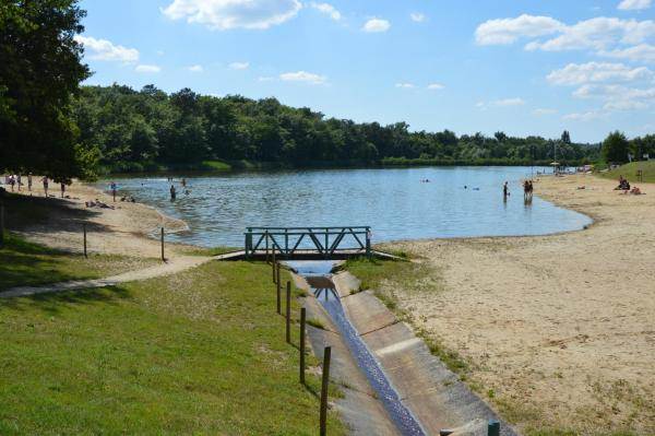 Hotel Pictures: Camping Etang Vallier, Brossac