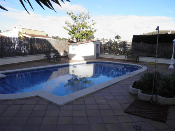 Hotel Pictures: VILLA DORADA – PISCINA Y BILLAR, Segur de Calafell