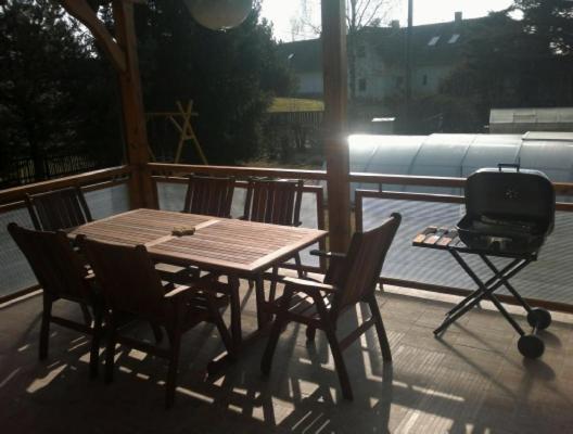 Hotel Pictures: Chalupa Červenka, Červená