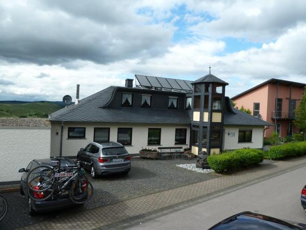 Hotel Pictures: Gästehaus Sproß, Veldenz