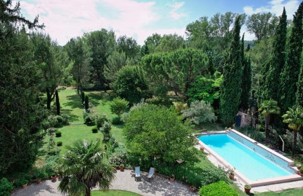 Hotel Pictures: Le Domaine de Saint Veran, Orgon