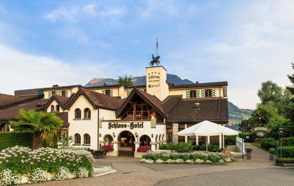 Hotel Pictures: Schloss-Hotel, Merlischachen