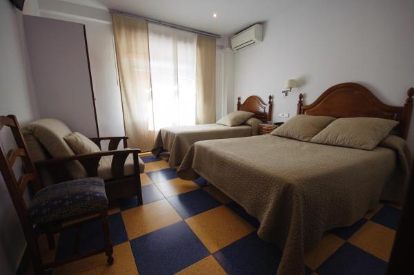 Hotel Pictures: Hostal Restaurante la Trucha, Benavente