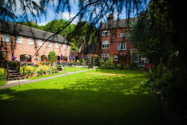 Hotel Pictures: The Manor Guest House, Cheadle
