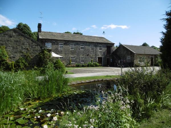 Hotel Pictures: Hewenden Mill Cottages, Haworth
