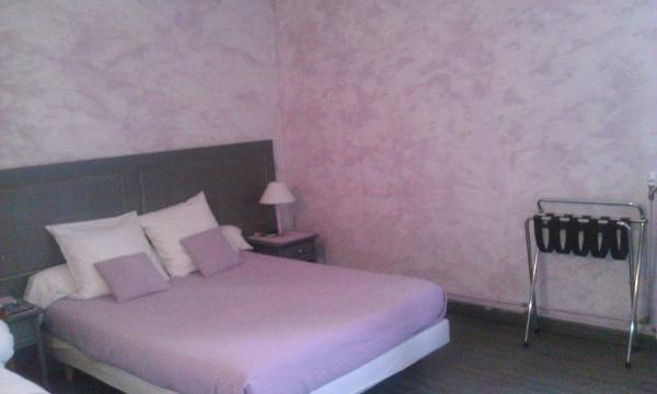 """Hotel Pictures: HOTEL RESTAURANT LE SAINT PIERRE """"Grand Périgueux"""", Saint-Pierre-de-Chignac"""