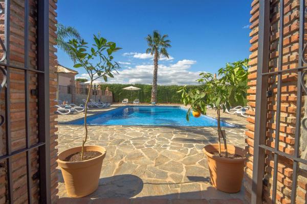 Hotel Pictures: Villa Conmigo Bed & Breakfast, Alhaurín de la Torre