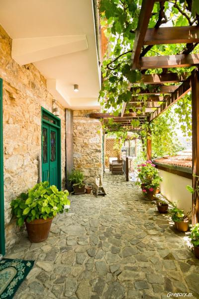 Hotel Pictures: Anastou's Traditional House, Kalopanayiotis