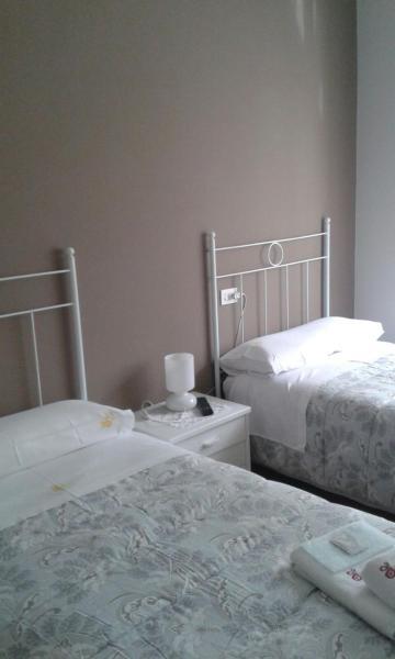 Hotel Pictures: Hostal Navia, A Pontenova