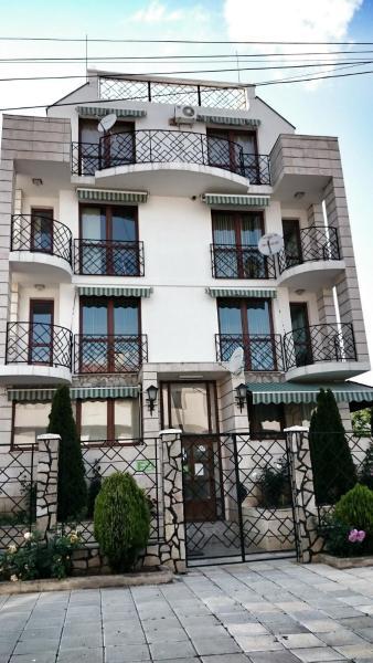 Hotelbilleder: Lilly's apartments, Ravda