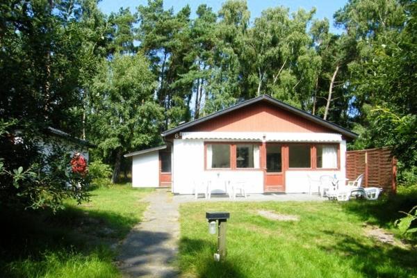 Hotel Pictures: Dueodde Feriepark - Holiday House, Neksø