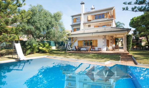 Hotel Pictures: Villa Empordà, Creixell