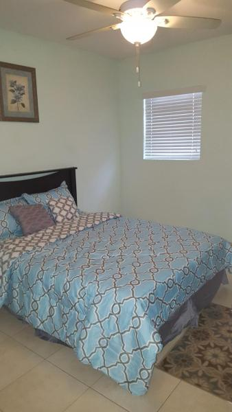 Hotel Pictures: Trendy Condo 5 mins away from Arawak Cay, Nassau