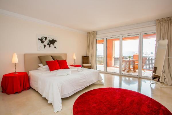 Hotel Pictures: Deluxe Harbor Apartment, Sotogrande