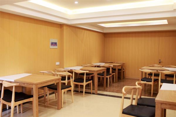 Hotel Pictures: GreenTree Inn JiangSu ZhenJiang DingMao Industrial Park WoDe Square Express Hotel, Zhenjiang