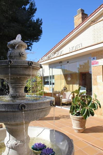 Hotel Pictures: Hotel La Font del Roc, Roda de Bará