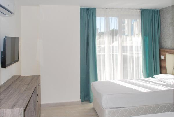 Standard Double or Twin Room with Side Sea View