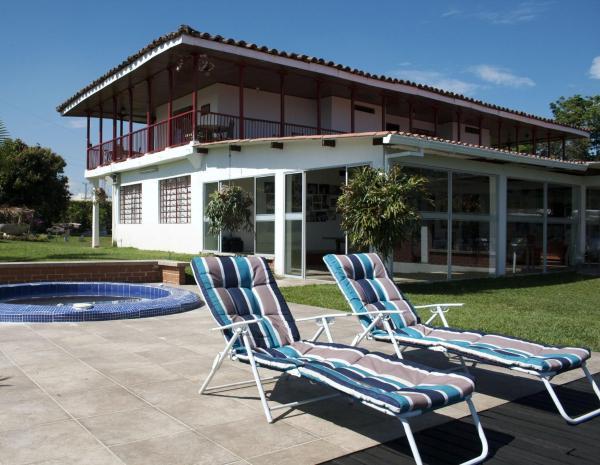 Hotel Pictures: Finca Hotel Villa Clara, Chinchiná