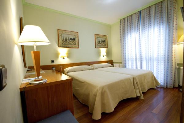 Hotel Pictures: Hotel Los 5 Pinos, Madrid