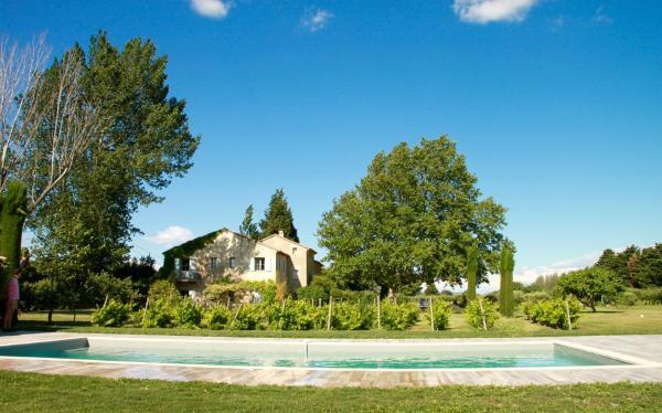 Hotel Pictures: Le Mas des Peupliers, Saint-Andiol
