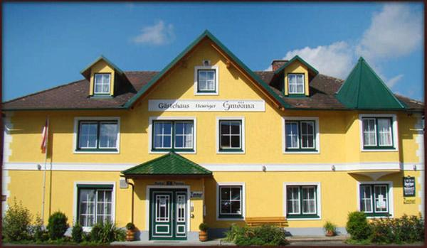 ホテル写真: Neues Gästehaus und Hotel-Pension zum Gmoana, Sankt Valentin