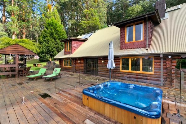Hotellbilder: Eagles Nest Luxury Mountain Retreat, Narbethong