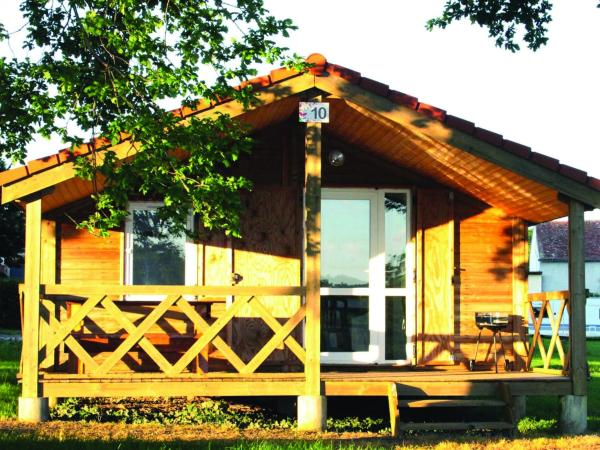 Hotel Pictures: Camping Des Papillons, Lalizolle