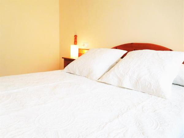 Hotel Pictures: Lleida Apartments III, Lleida
