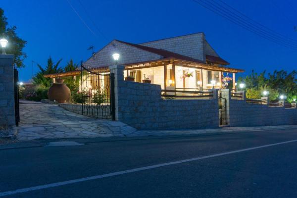 Hotel Pictures: Kreouzos Stone House, Lofou