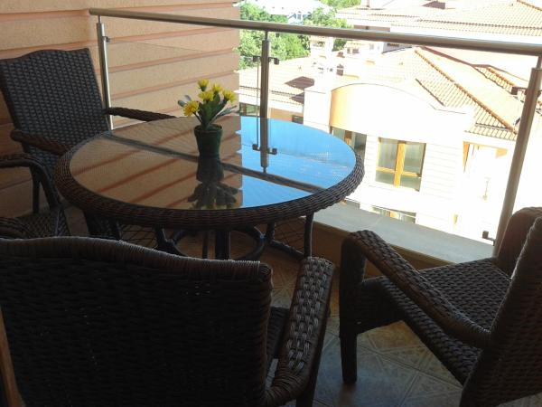 Hotel Pictures: Apartment in St. Constantine and Helena, Saints Constantine and Helena