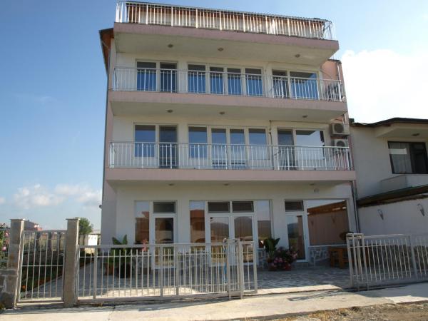 Hotelbilleder: Guest House Oreol, Primorsko