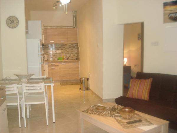 Hotel Pictures: Tony's Small House, Limassol