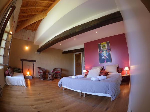 Hotel Pictures: Les Fous du Village, Saint-Esteben