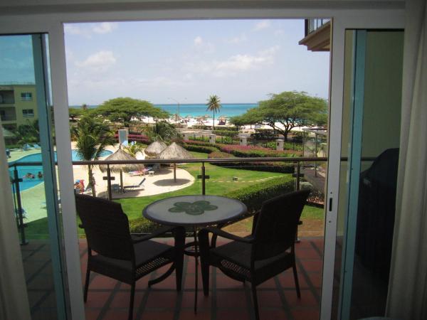 Fotos del hotel: Royal Aquamarine Three-bedroom condo - BC252, Palm-Eagle Beach