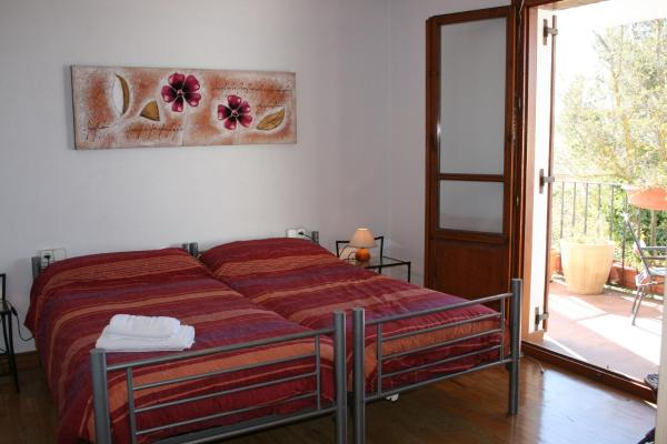 Twin Room with Shared Bathroom and Terrace