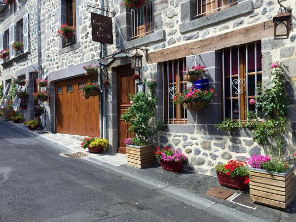 Hotel Pictures: L'ESCALE DE CAMILLE, Murat